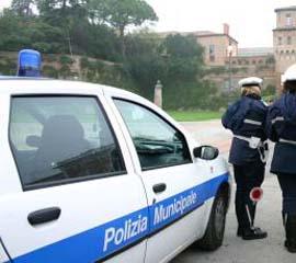 polizia_municipale_auto02