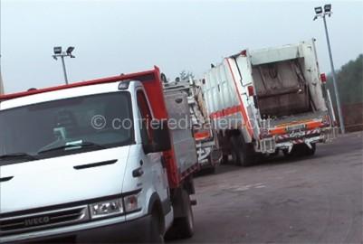 news_foto_6589_camion_rifiuti_520
