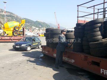 Foto sequestro pneumatici nel Porto
