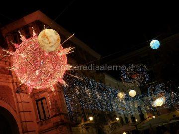 Salerno-natale-2011-luci-dartista-pianeti