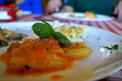 Paccheri al pesto di peperoni e salsiccia