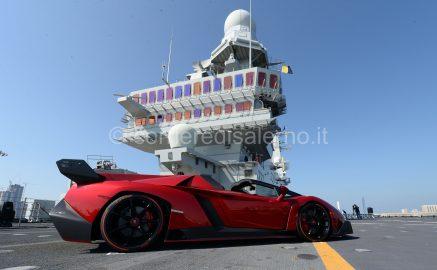 Veneno Roadster su portaerei Cavour 2