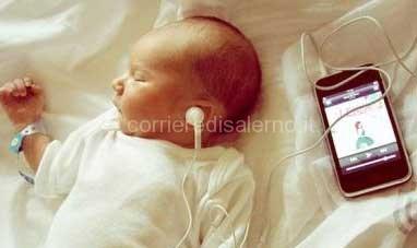 bambino-iphone-radiazioni-pericolose
