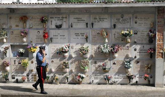 Pagani, vigile urbano si ammazza al cimitero
